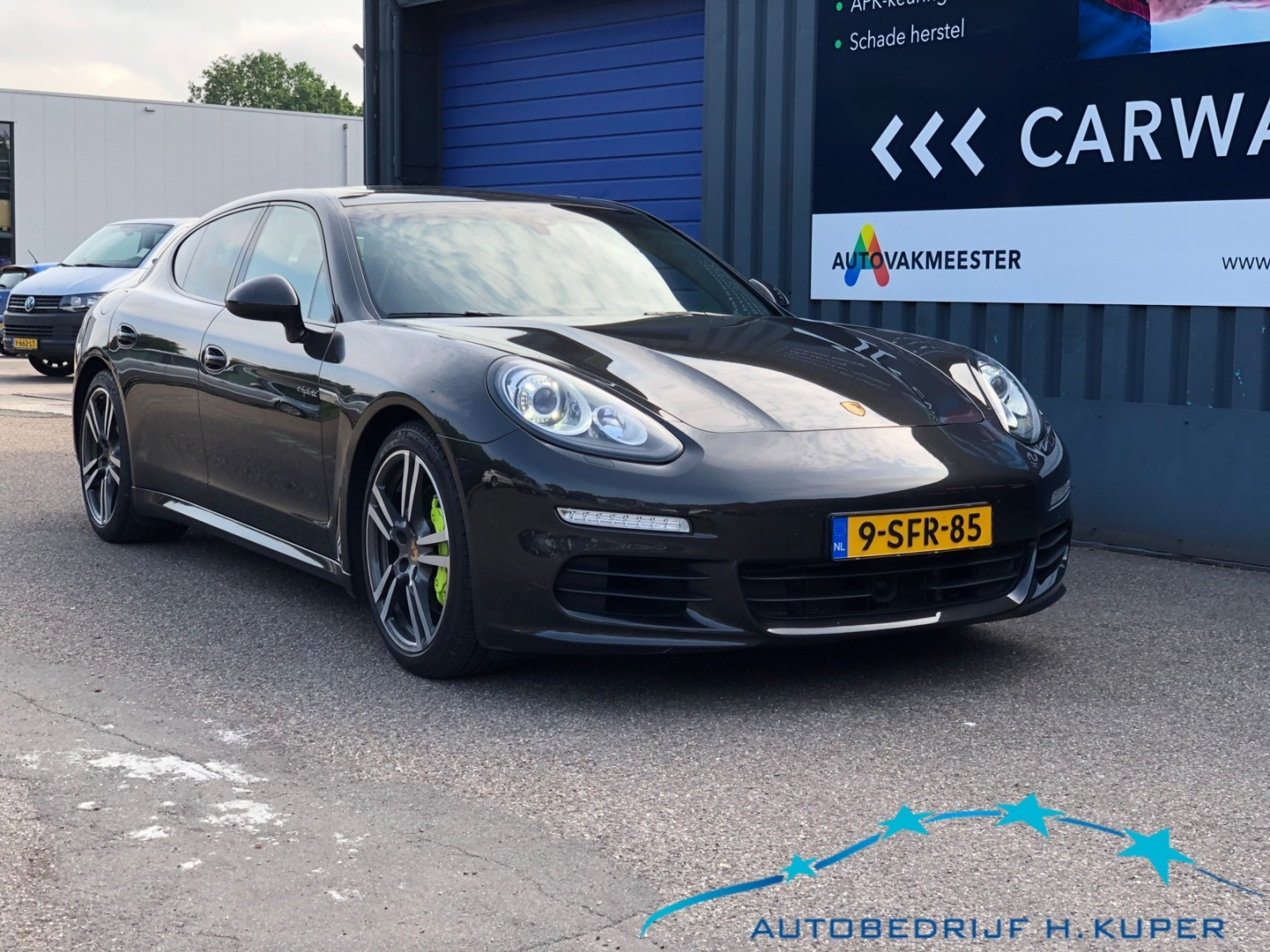 Porsche-Panamera-0