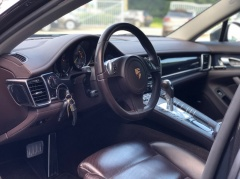 Porsche-Panamera-4