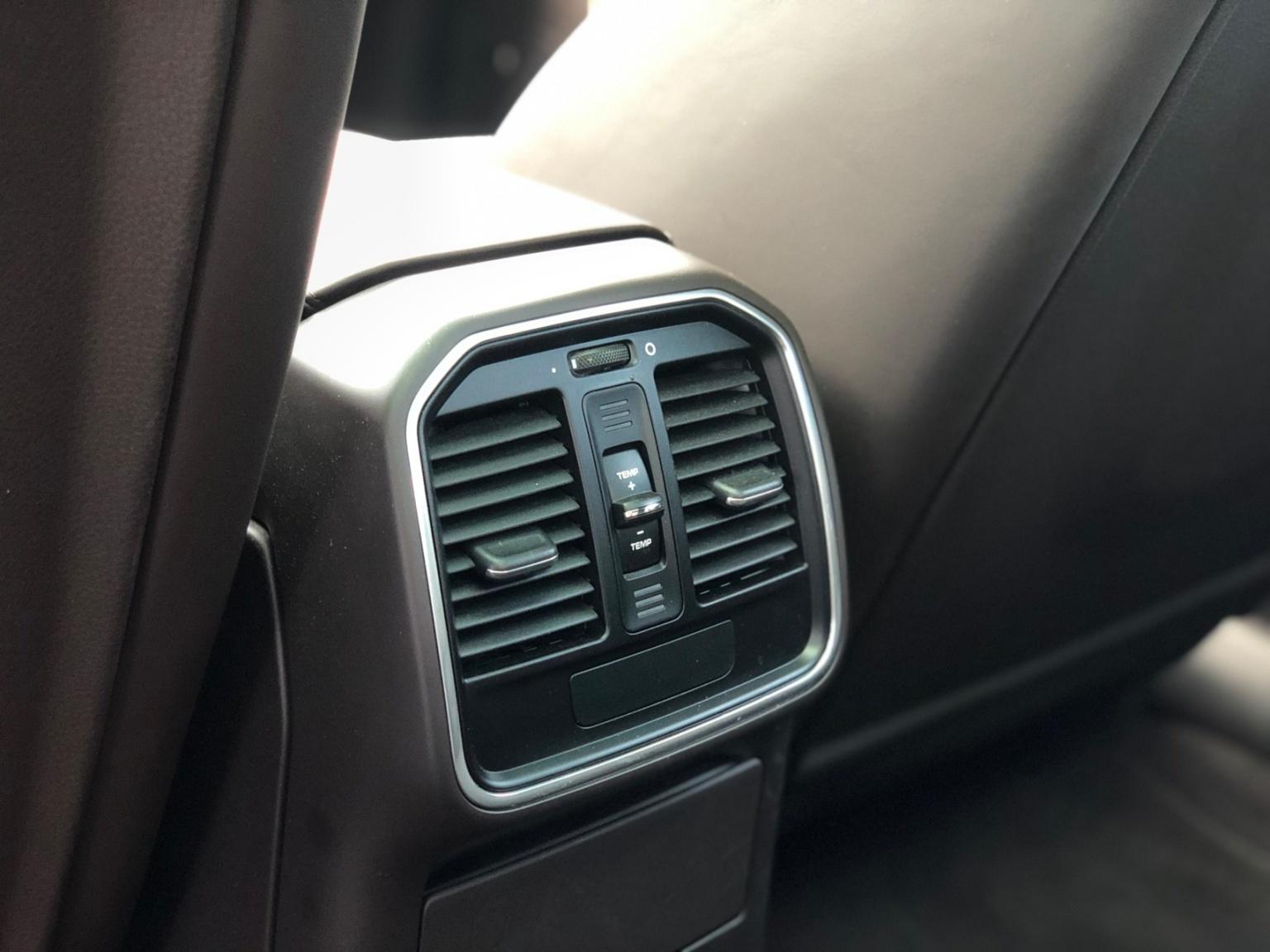 Porsche-Macan-21