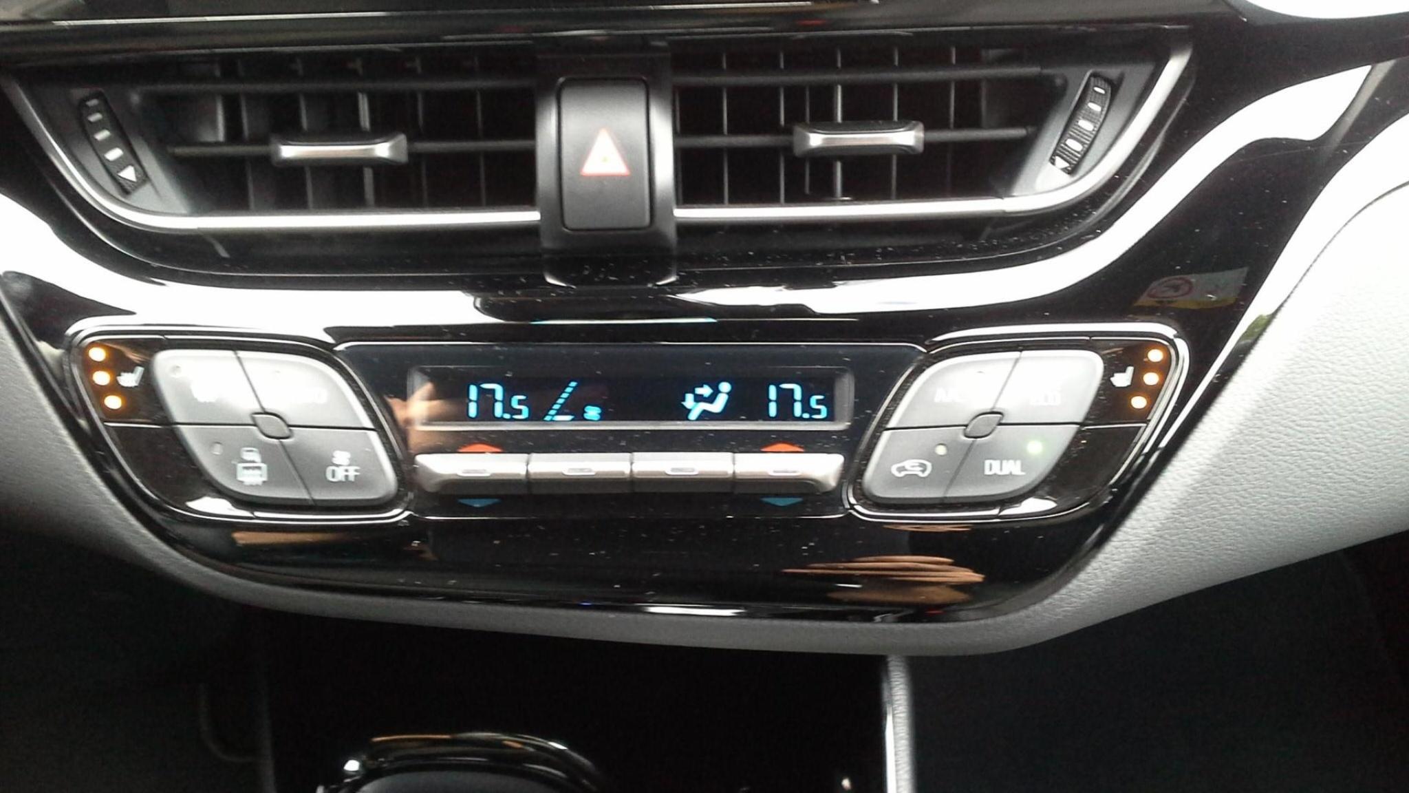 Toyota-C-HR-14