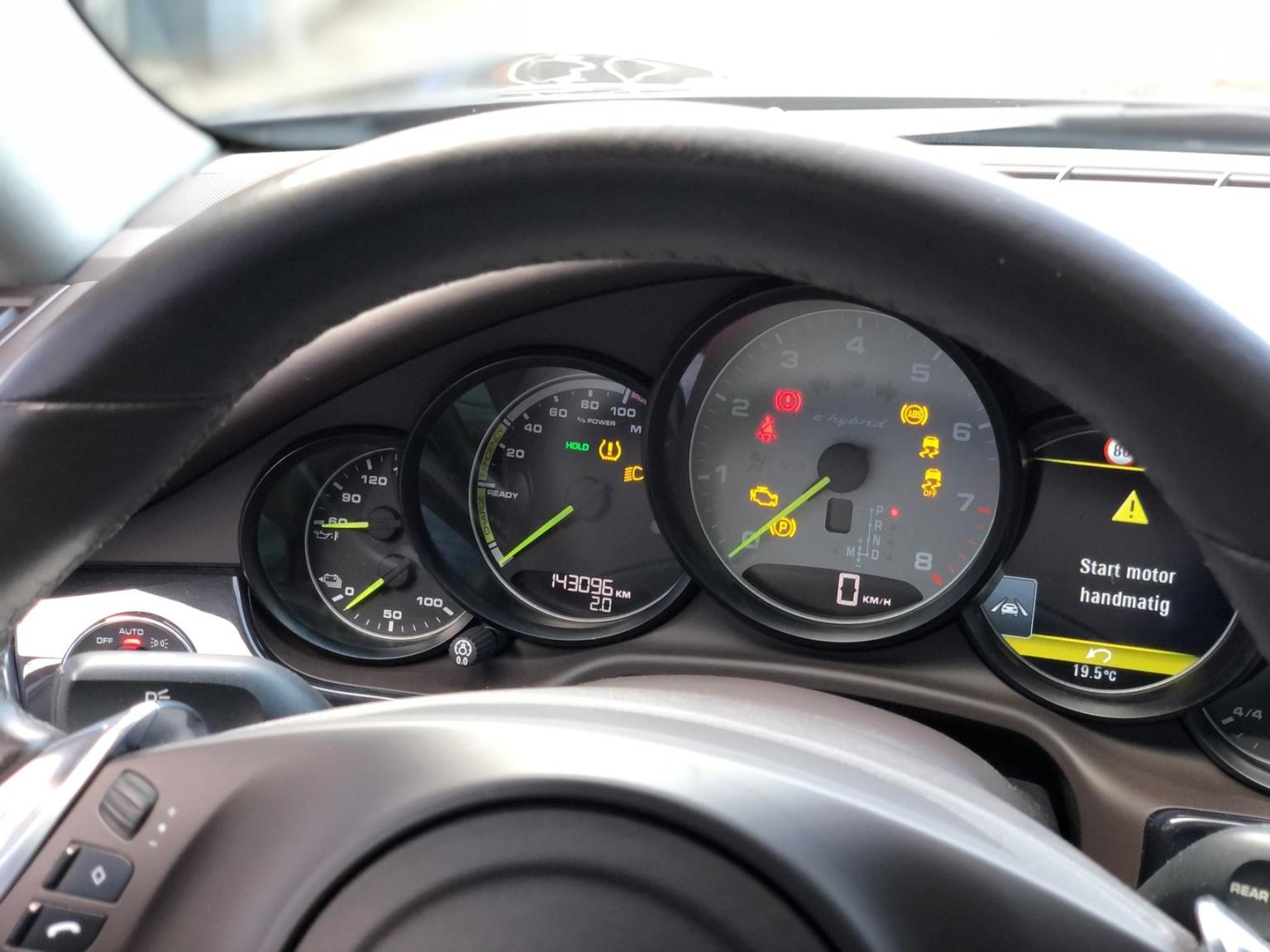 Porsche-Panamera-6